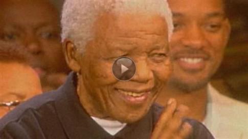 Nelson Mandela in seinem Heimatdorf Mandiba beigesetzt