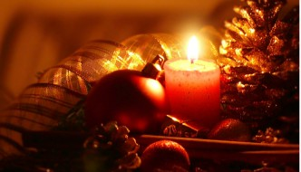 Adventskränze zum aufhängen: Tauchen Sie den ganzen Raum in Kerzenlicht
