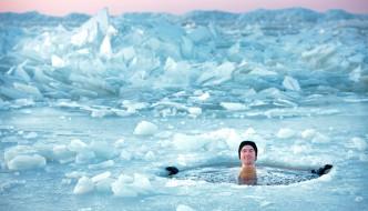 Das Eisbad: Regenerationsmaßnahme für Sportler und Mutprobe