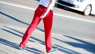 Welches T Shirt Passt Farblich Zur Roten Hose Stylejournal