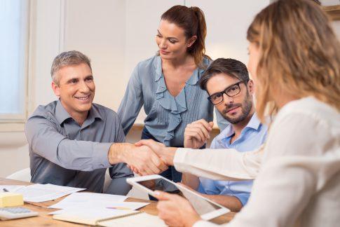 Vor- und Nachteile von Personalvermittlern auf einen Blick